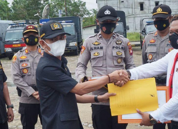 Photo of Ketua DPRD KKU Beri Penghargaan Kepada Anggota Satnarkoba Polres Kayong Utara