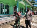 Jelang Hari Raya Idulfitri, Koramil Simpang Hilir Kodim 1203/Ktp Semprotkan Disinfektan di Sejumlah Rumah Ibadah
