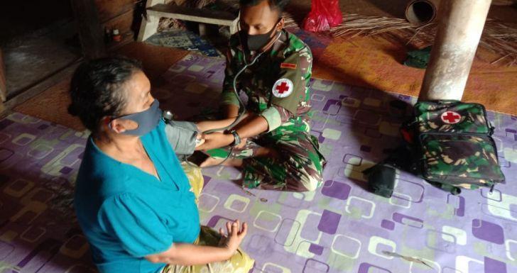 Peduli Masyarakat di Wilayah Perbatasan, Satgas Yonif 407/PK Berikan Pelayanan Kesehatan