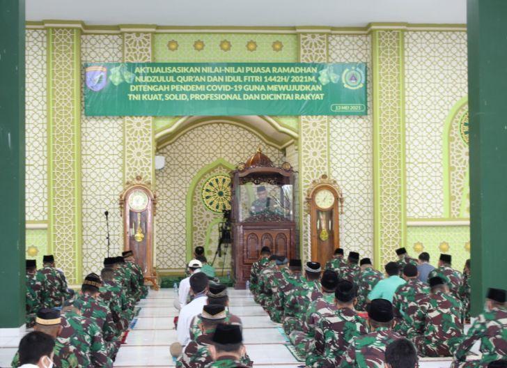 Photo of Terapkan Protokol Kesehatan Sangat Ketat, Kodam XII/Tpr Laksanakan Shalat Idul Fitri 1442 H