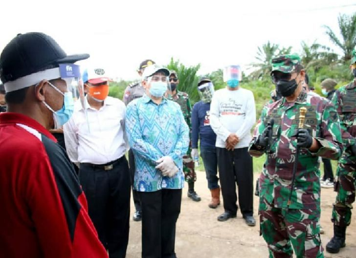 Photo of Beberapa Warga Terkonfirmasi Covid-19, Pangdam XII/Tpr Tinjau Pos PPKM Skala Mikro Dusun Mega Blora