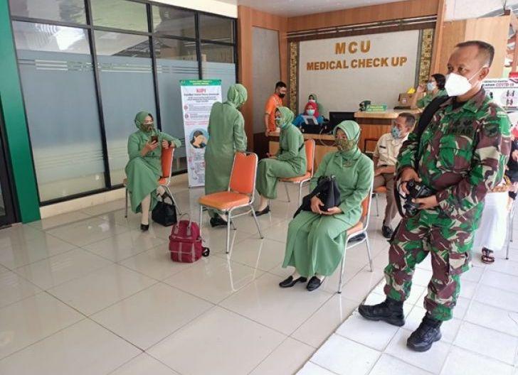 Photo of Turut Cegah Penyebaran Covid, Persit Kodim Koramil 1207-02/Pontianak Selatan Ikuti Vaksinasi Tahap Pertama