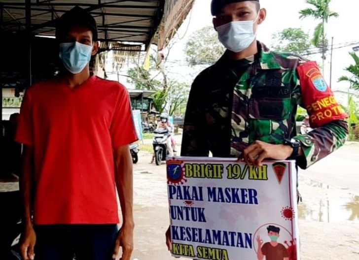 Photo of Brigif 19/Kh Ajak Masyarakat Selalu Gunakan Masker