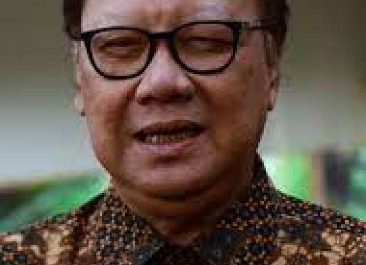 Photo of Petrus Selestinus: Tepat Tjahjo Kumolo Dukung KPK Tidak Penuhi Panggilan Komnas HAM