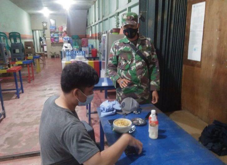Photo of Babinsa Naga Mahap Imbau Warganya Tentang Bahaya covid-19