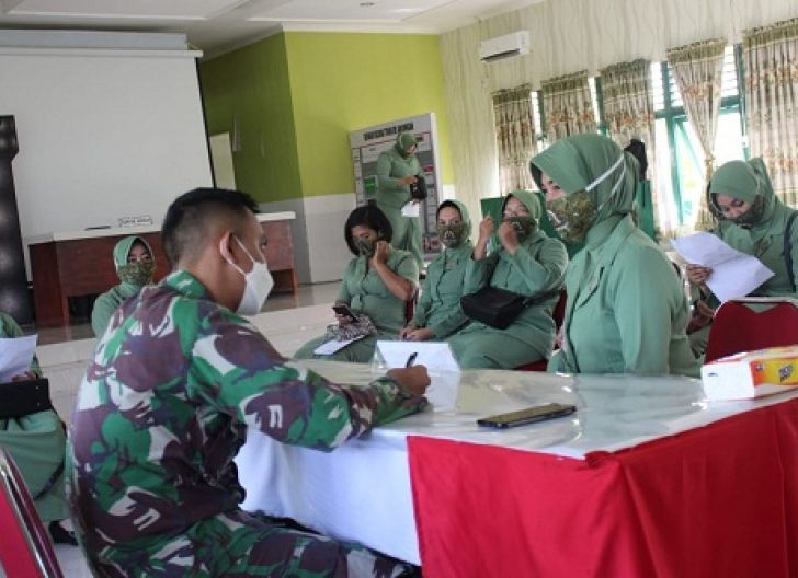 Photo of Keluarga Besar TNI AD di Mempawah Gelar Vaksinasi Perdana