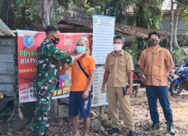 Photo of Babinsa Nanga Taman Sosialisasi Bahaya Covid-19