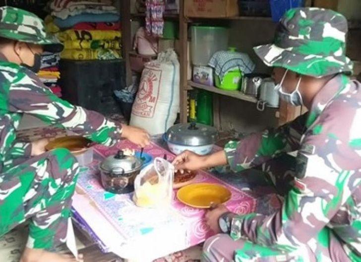 Photo of Anggota Satgas TMMD Ke-111 Makan Bersama Warga