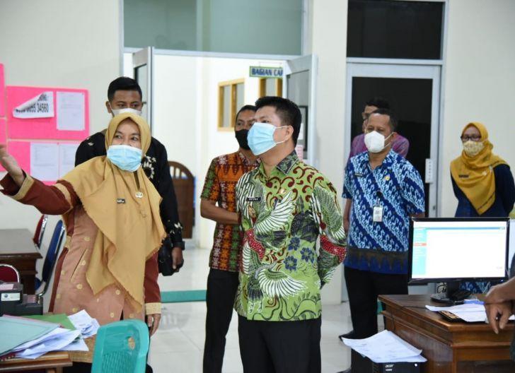 Photo of Bupati dan Wakil Bupati Sambas Pantau Disdukcapil