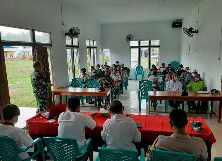 Photo of Rakor Evaluasi PPKM Mikro di Wilayah, Ini Ungkapan Danramil Teluk Batang