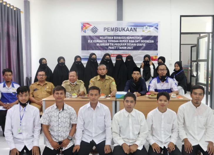 Photo of Yayasan Rumah Dai Gelar Pelatihan Komputer, Membentuk Pekerja yang Terampil dan Kompeten