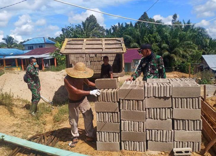 Photo of Satgas TMMD Regtas ke-111 Awasi Penurunan Material Batu Bata
