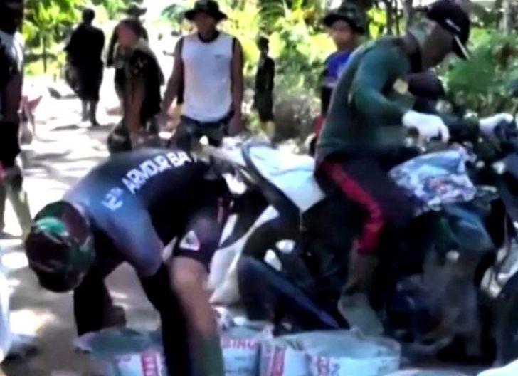 Photo of Totalitas Anggota Yonkav 12/BC Sebagai Satgas TMMD Ke-111 Kodim 1207/Pontianak