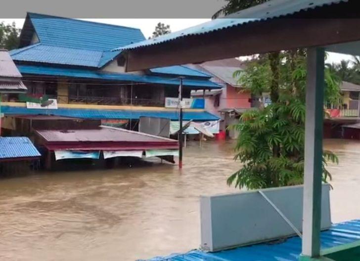 Photo of Banjir Melanda, Distribusi Oksigen RSUD Putussibau Terhambat