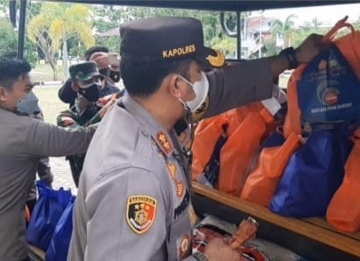 Photo of TNI-Polri Singkawang Salurkan Bantuan Sembako ke Masyarakat Terdampak PPKM Darurat