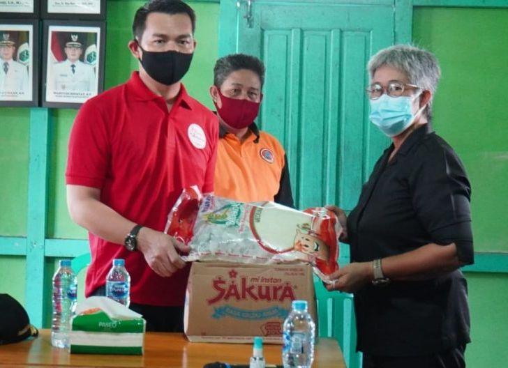 Photo of Bupati Sis Berikan Bantuan untuk Masyarakat yang Terpapar Covid-19