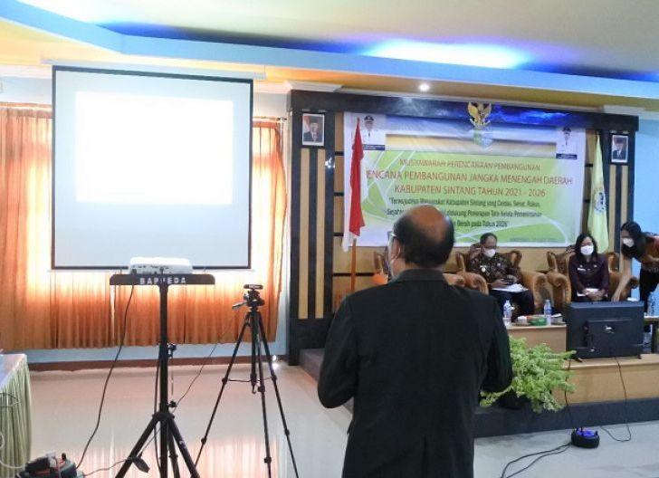 Photo of Kepala Bappeda Beberkan Perubahan Visi Kabupaten Sintang 2021-2026