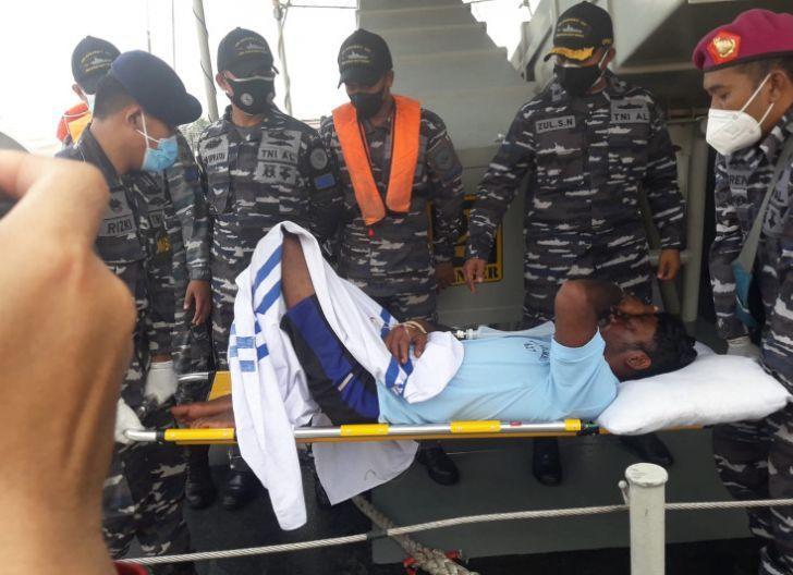 Photo of Hari Ke Tujuh Evakuasi, Dua Korban Kapal Tenggelam Ditemukan Selamat