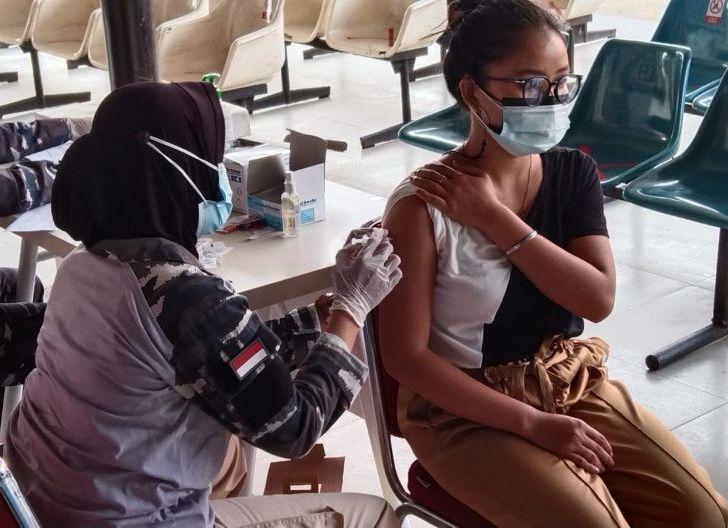 Photo of Serbuan Vaksinasi Lantamal XII Pontianak, Upaya Lawan Corona di Tengah Upaya Pencarian Korban Kapal Tenggelam