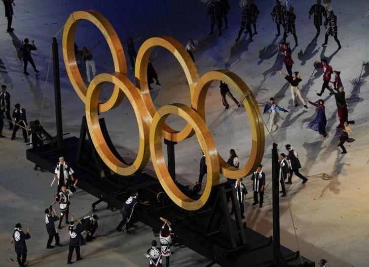 Photo of Tragis, Barisan Atlet Olimpiade Tokyo Lambaikan Tangan ke Ribuan Kursi Kosong
