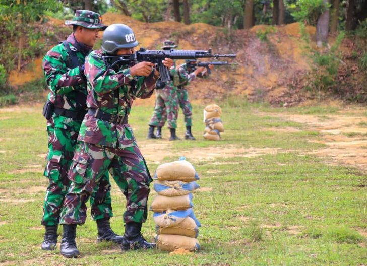 Photo of Asah Kemampuan Dasar, Rindam XII/ Tpr Gelar Latihan Menembak bagi Bintara Kejuruan Infanteri