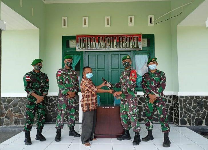 Photo of Warga Perbatasan Serahkan Senpi Rakitan kepada Satgas Pamtas Yonif Mekanis 643/WNS