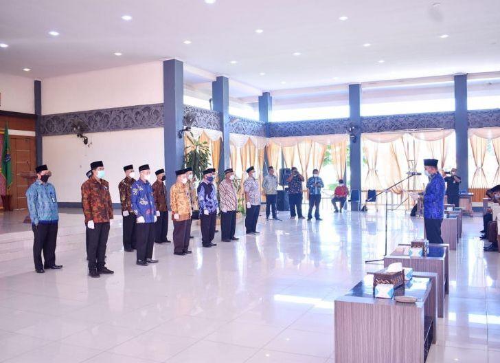 Photo of Pelantikan Pengurus BWI Sintang, Kabag Kesra: Emban Tugas Secara Profesional