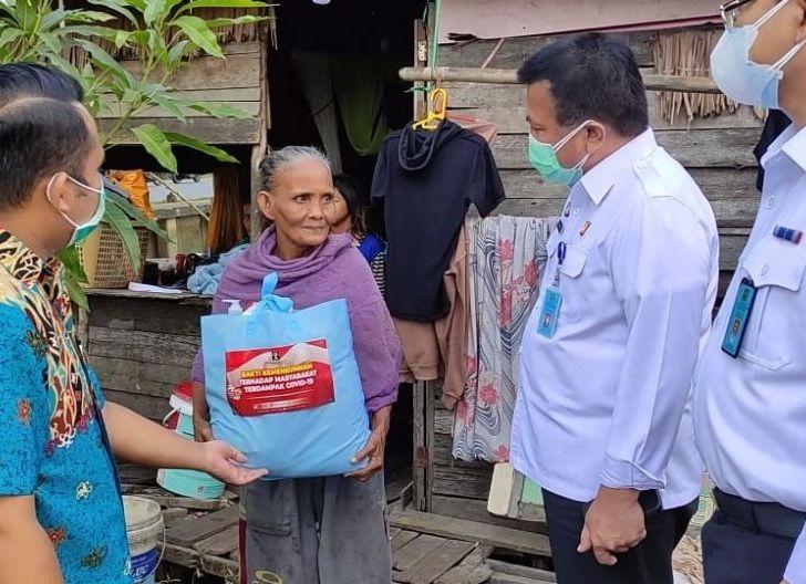 Photo of Bakti Sosial Kanwil Kemenkum HAM, BantuanSembako untuk Panti Asuhan dan Warga Terdampak PPKM