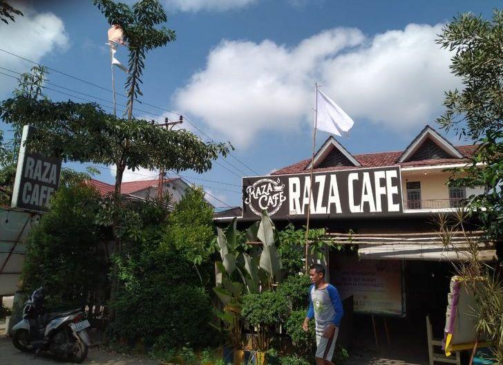 Photo of Kibarkan Bendera Putih, Pemilik Warung Kopi dan Caffe Kutuk Arogansi Aparat