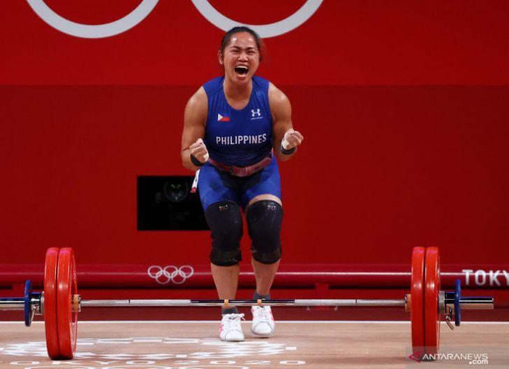 Photo of Emas Pertama Filipina di Olimpiade dari Angkat Besi