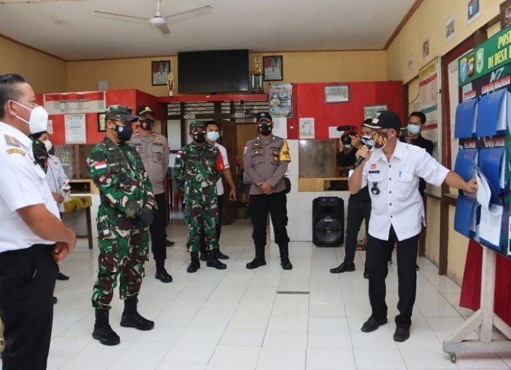 Photo of Pangdam XII/Tpr Kunjungi Posko PPKM Desa Kenaman