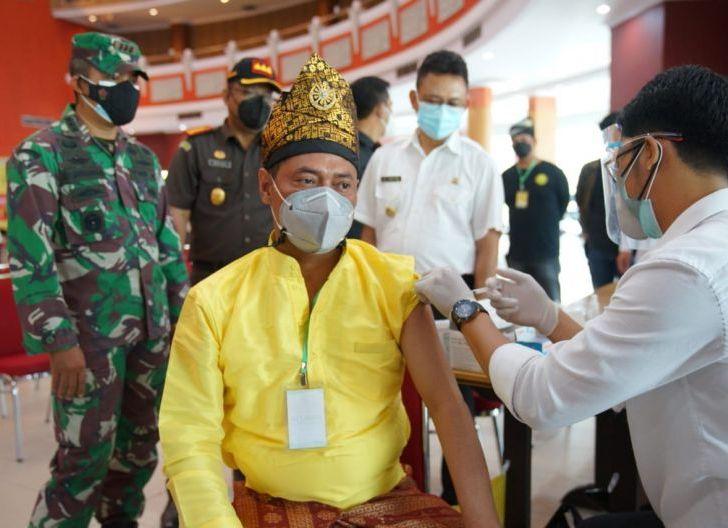 Photo of Wali Kota Targetkan 450 Ribu Warga Pontianak Divaksin