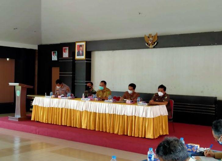 Photo of Pemkab Bengkayang Bahas Persiapan Pelaksanaan PPKM Level 3 dan Posko Covid-19 di Desa
