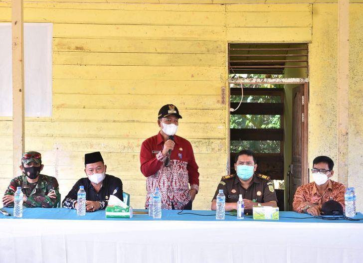Photo of Sikapi Aktivitas Jemaah Ahmadiyah Indonesia di Desa Balai Harapan, Wabup: Kami Ingin Mencarikan Solusi Terbaik
