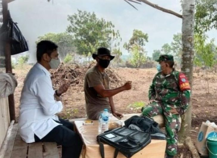 Photo of Cegah Karhutla, Babinsa Bansir Darat Imbau Warga Tidak Membuka Lahan dengan Cara Dibakar