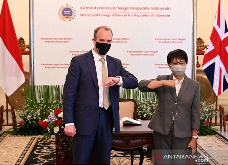 Photo of Inggris Sumbang Vaksin Covid-19 ke Sejumlah Negara, Termasuk Indonesia