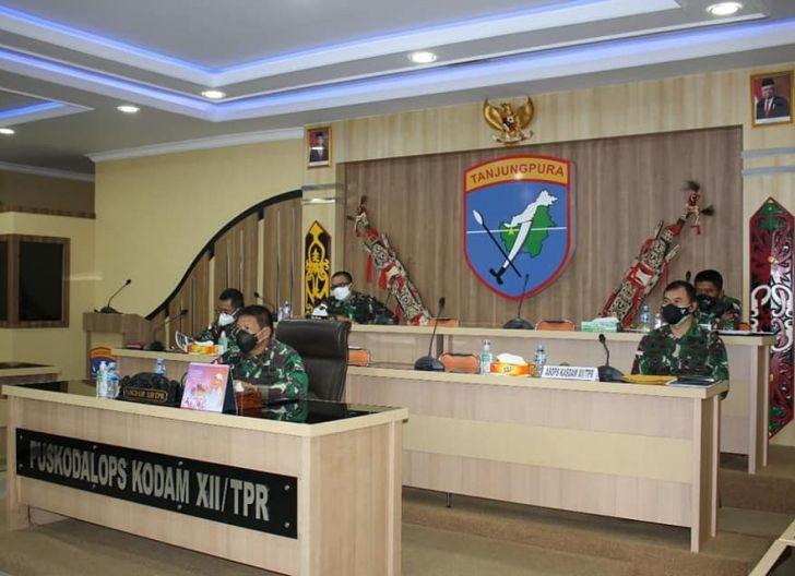 Photo of Pangdam XII/Tpr Ikuti Rapat Evaluasi Perkembangan dan Tindak Lanjut PPKM Level IV di Luar Jawa-Bali