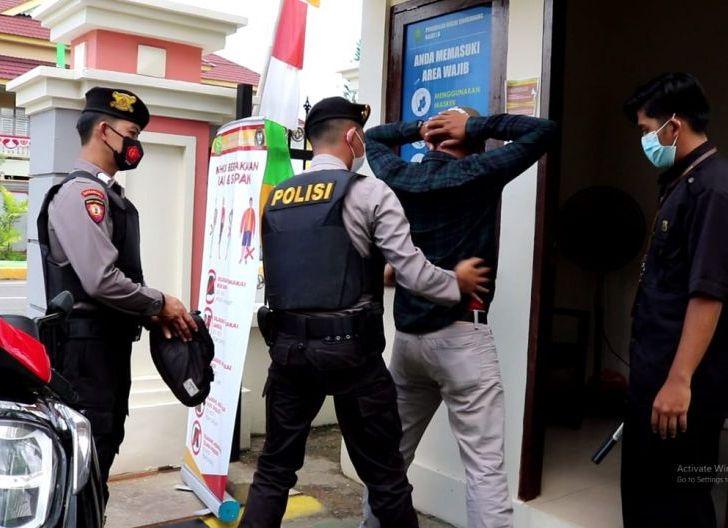 Photo of PN Singkawang Gandeng Polisi Gelar Simulasi Pengamanan Sidang
