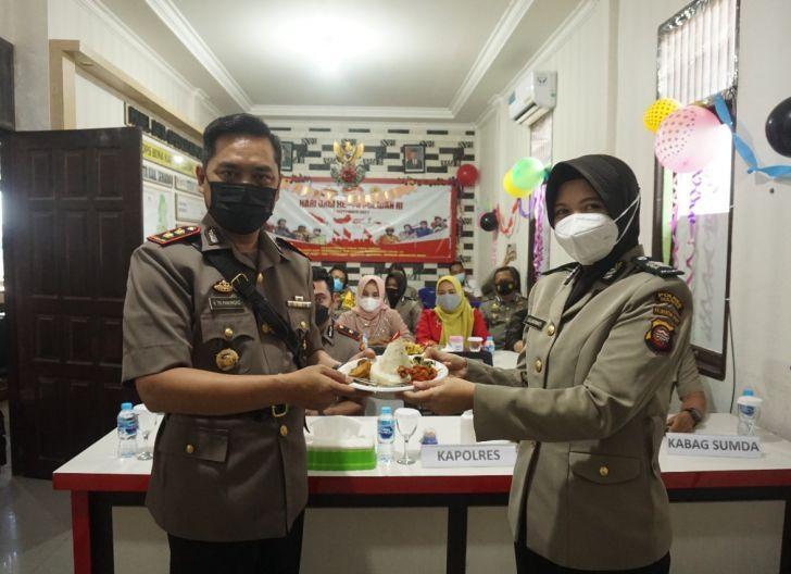Photo of Polres Sekadau Gelar Syukuran Peringati Hari Jadi Polwan