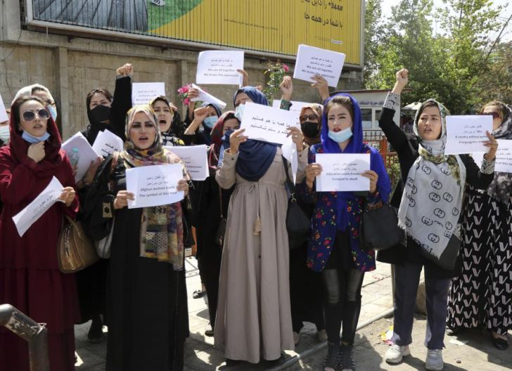 Photo of Cewek-cewek  Modis Demo: Para Pejuang Taliban pun Gugup!