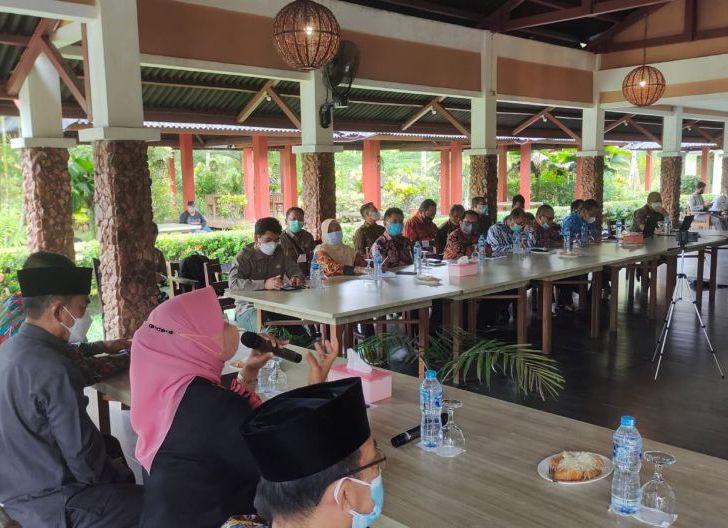 Photo of El Zuratnam: Masih Ada Sejumlah Kendala, Kadisdikparpora Mempawah Tinjau PTM di Sembilan Kecamatan
