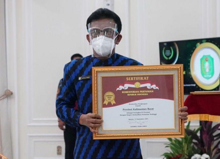 Photo of Pemprov Kalbar Terima Penghargaan dari Wapres pada Ekspor Pertanian Tahun 2021