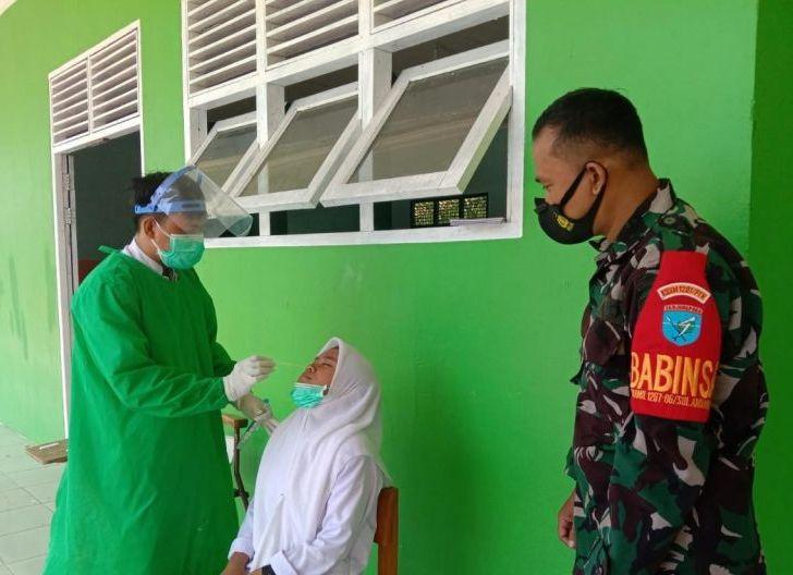Photo of Babinsa Puguk Pantau Vaksinasi di Pontren Raudlatul Jannah