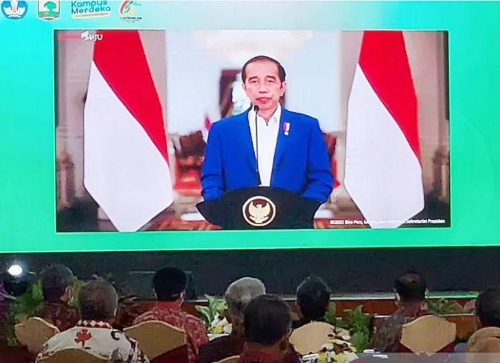 Photo of Jamin Eksistensi Pesantren dengan Dana Abadi, Presiden Jokowi Teken Perpres 82/2021