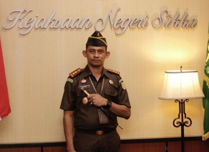 Photo of Petrus Selestinus: Bergaya Preman, Jaksa Agung Mesti Pecat Kajari Sikka