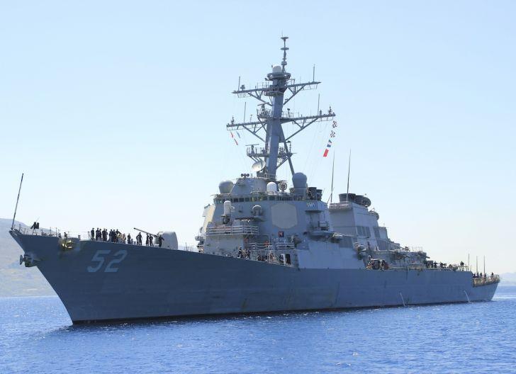 Photo of Kapal USS Barry Meledek, Armada PLA  'Kepung'  Selat Taiwan
