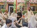 Tinjau Vaksinasi di Banten, Jokowi - Puan Beri Siswa Hadiah Sepeda