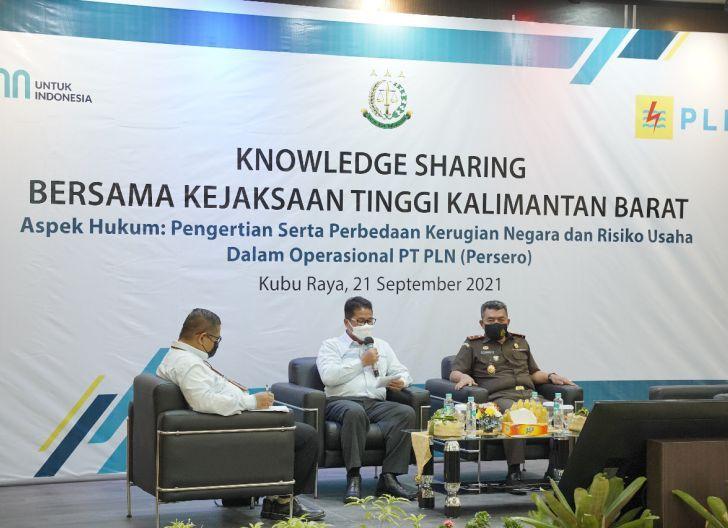 Photo of Tingkatkan Pemahaman Aspek Hukum dalam Proses Bisnis, Kejati-PLN Kalbar Gelar Knowledge Sharing