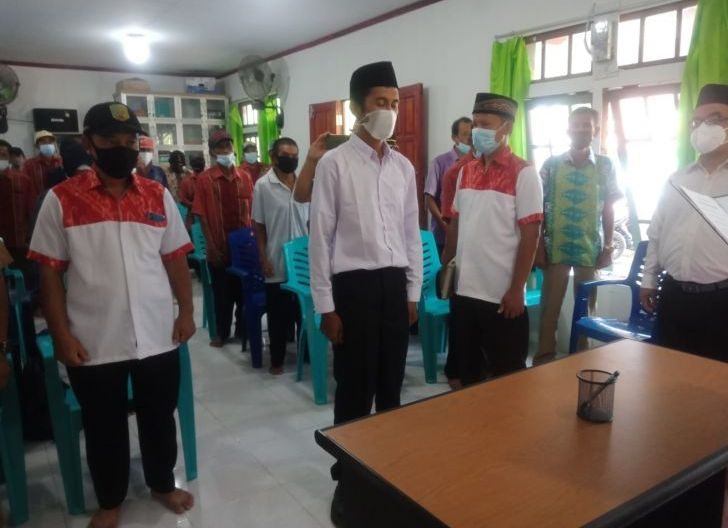 Photo of Camat Tebas Lantik Anggota BPD Batu Makjage
