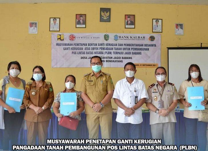 Photo of Musyawarah Ganti Rugi Lahan Warga untuk PLBN, Bupati: Gunakan Uang dengan Bijak